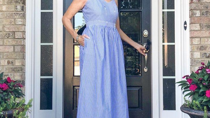 Fashion over 50: Robe longue à rayures d'été