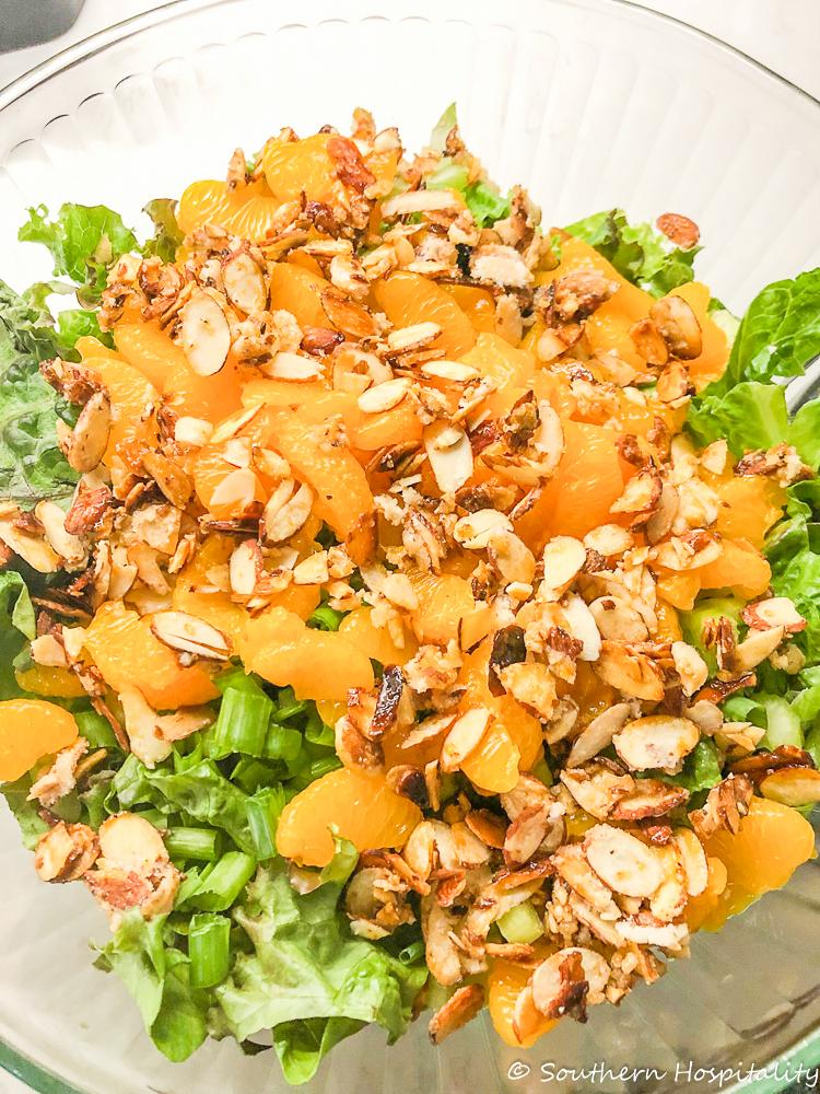 """Salade verte aux amandes confites """"width ="""" 750 """"height ="""" 1000 """"data-pin-description ="""" Salade verte aux amandes confites """"srcset ="""" https://i2.wp.com/southernhospitalityblog.com/ wp-content / uploads / 2019/11 / mandarine-orange-salade-avec-almonds.jpg? w = 750 & ssl = 1 750w, https://i2.wp.com/southernhospitalityblog.com/wp-content/uploads /2019/11/mandarin-orange-tossed-salad-with-almonds.jpg?resize=225%2C300&ssl=1 225w, https://i2.wp.com/southernhospitalityblog.com/wp-content/uploads/2019/ 11 / salade orange à la mandarine avec amandes.jpg? Resize = 375% 2C500 & ssl = 1 375w """"tailles ="""" (largeur maximale: 750px) 100vw, 750px """"données-recalc-dims ="""" 1 """"/></p> <p><h3 class="""