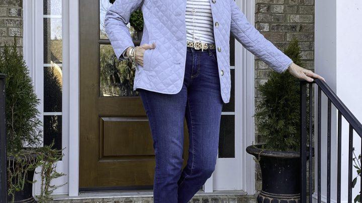 Mode de plus de 50 ans: veste et jean matelassés