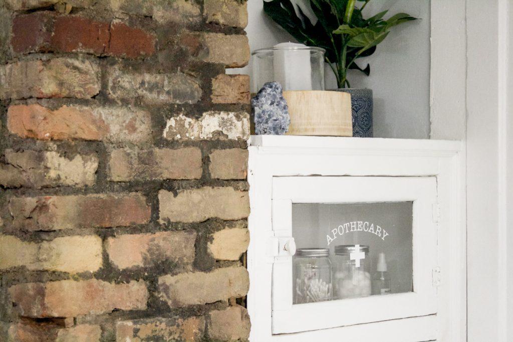 armoire d'apothicaire vintage intégrée
