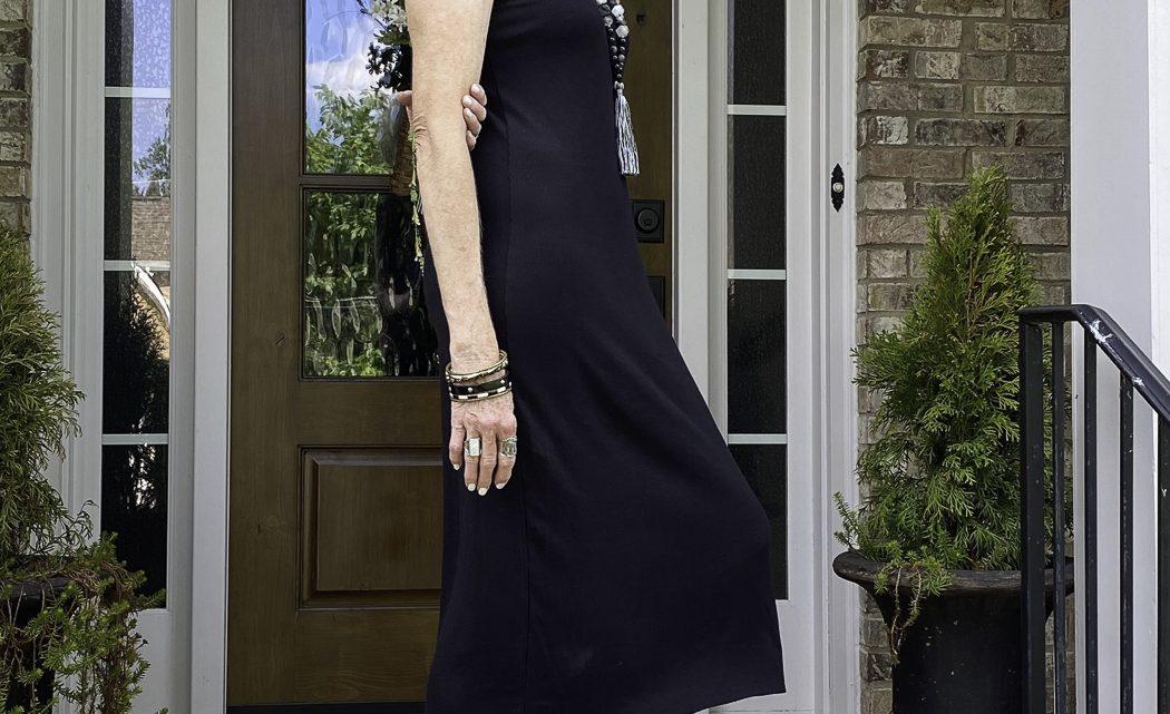 Mode de plus de 50 ans: robes et bijoux
