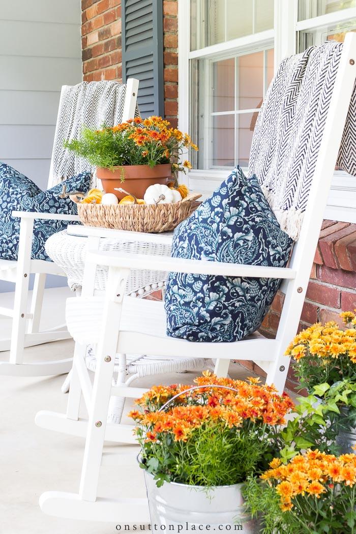 Décoration de porche d'automne sur la place de Sutton